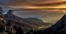 Lever du soleil sur le Mont Aiguille